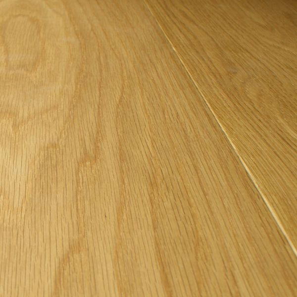 Pictured: Pre-oiled Engineered Oak Flooring 220mm x 15mm / Wood Timber Laminated Veneered Natural Floor
