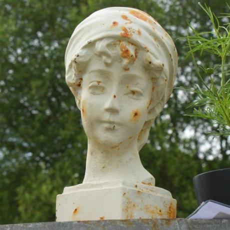 Cast Iron Antique White Classic Girl Bust Garden Statue Feature Sculpture